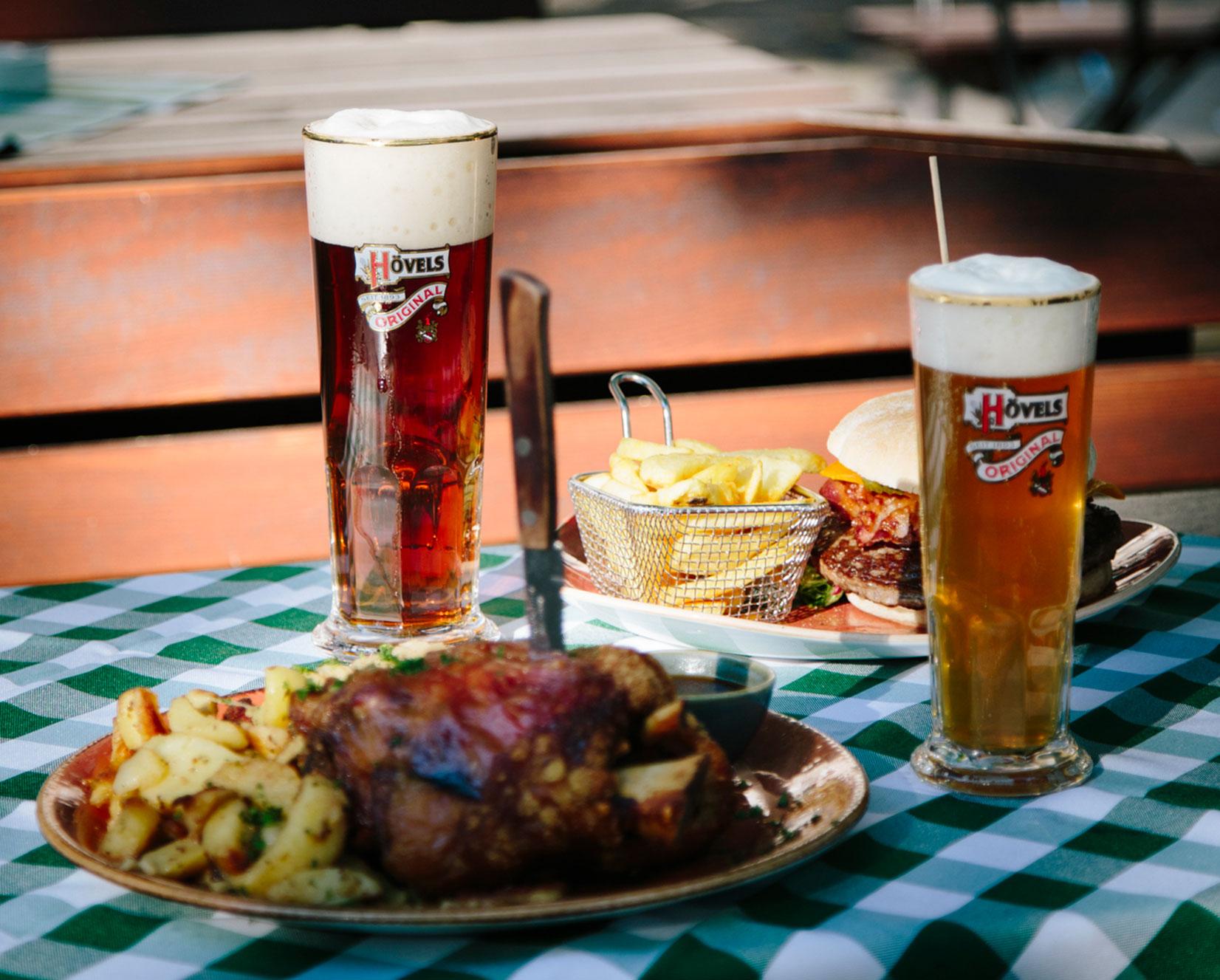 Biergarten Dortmunder Innenstadt - Hövels Hausbrauerei - Haxe & Bier