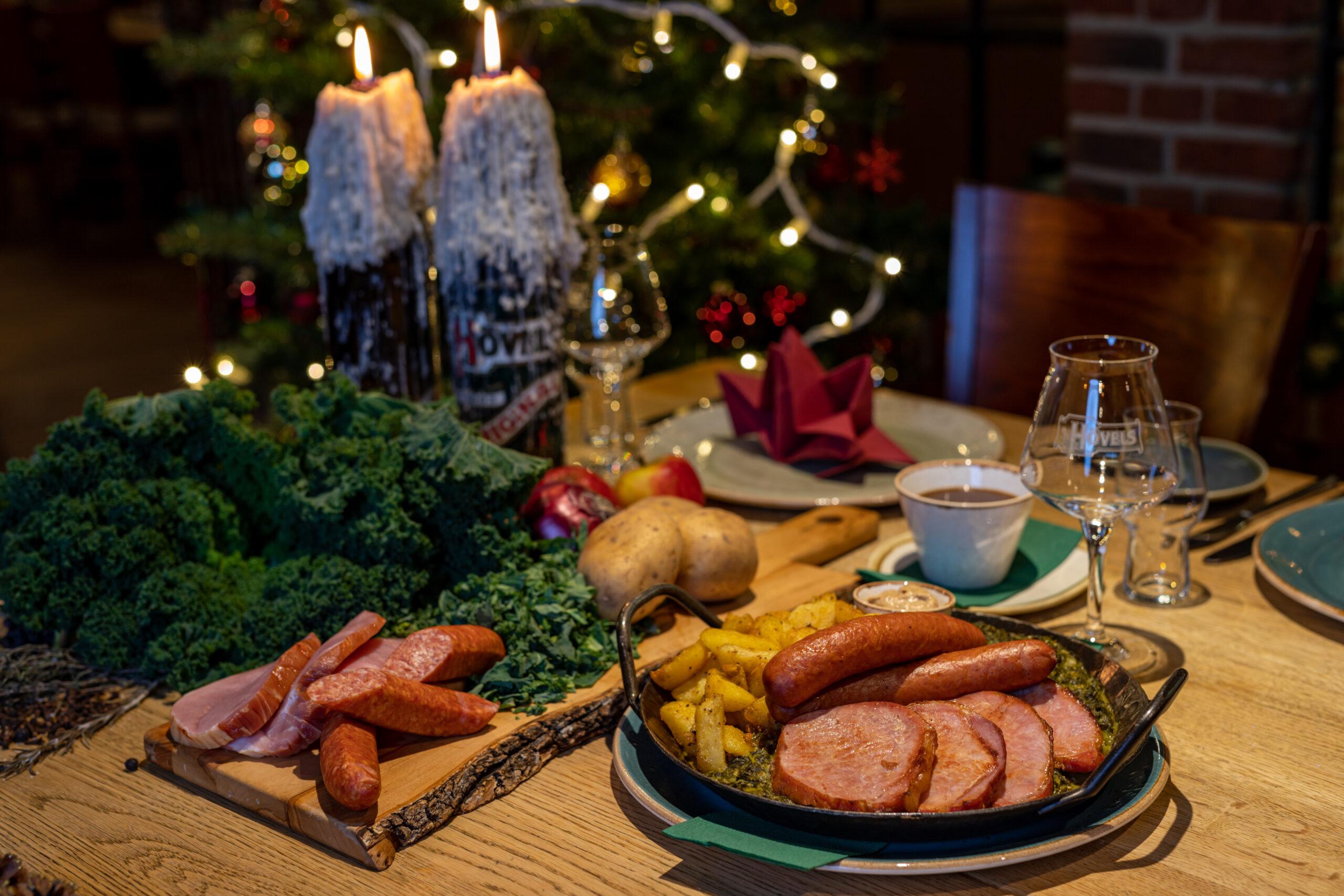 Hövels Hausbrauerei Restaurant mit Biergarten: Grünkohl mit Mettwurst